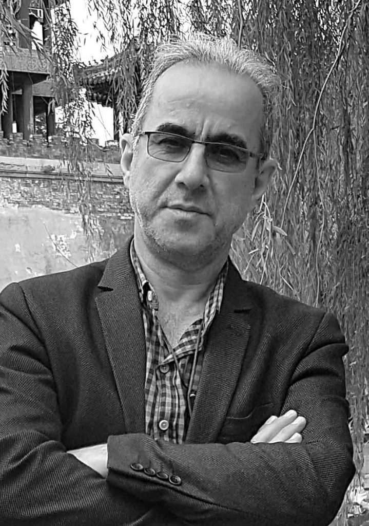 هر شب با یک هنرمند، معرفی و آثار ترحم سلمانی لینک : https://ardabilvas.ir/?p=2737 👇 سایت : ardabilvas.ir اینستاگرام : instagram.com/ArdabilVAS کانال : @ArdabilVAS 👆