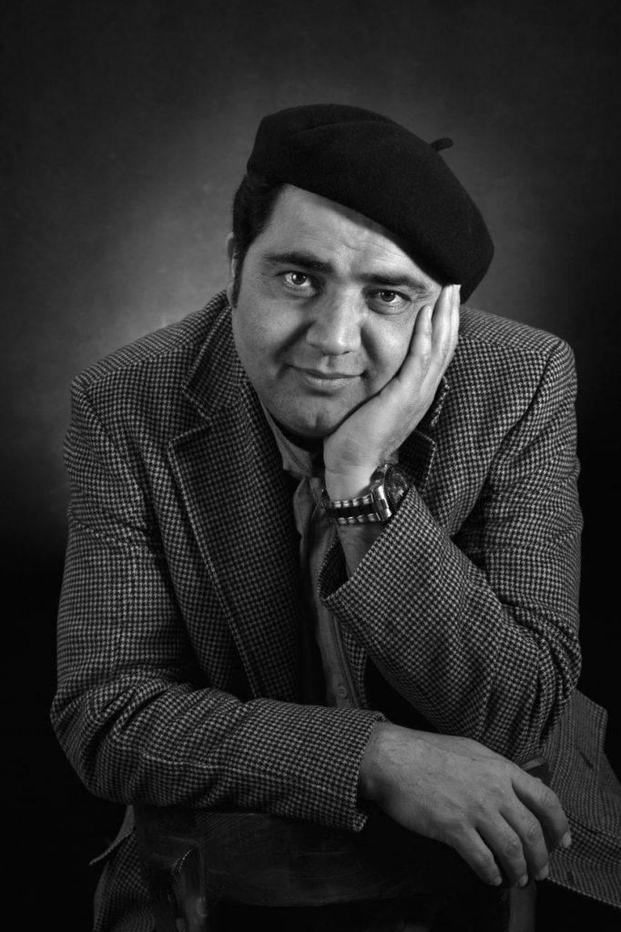 هر شب با یک هنرمند، معرفی و آثار بهناز عظیمی لینک : https://ardabilvas.ir/?p=2646 👇 سایت : ardabilvas.ir اینستاگرام : instagram.com/ArdabilVAS کانال : @ArdabilVAS 👆