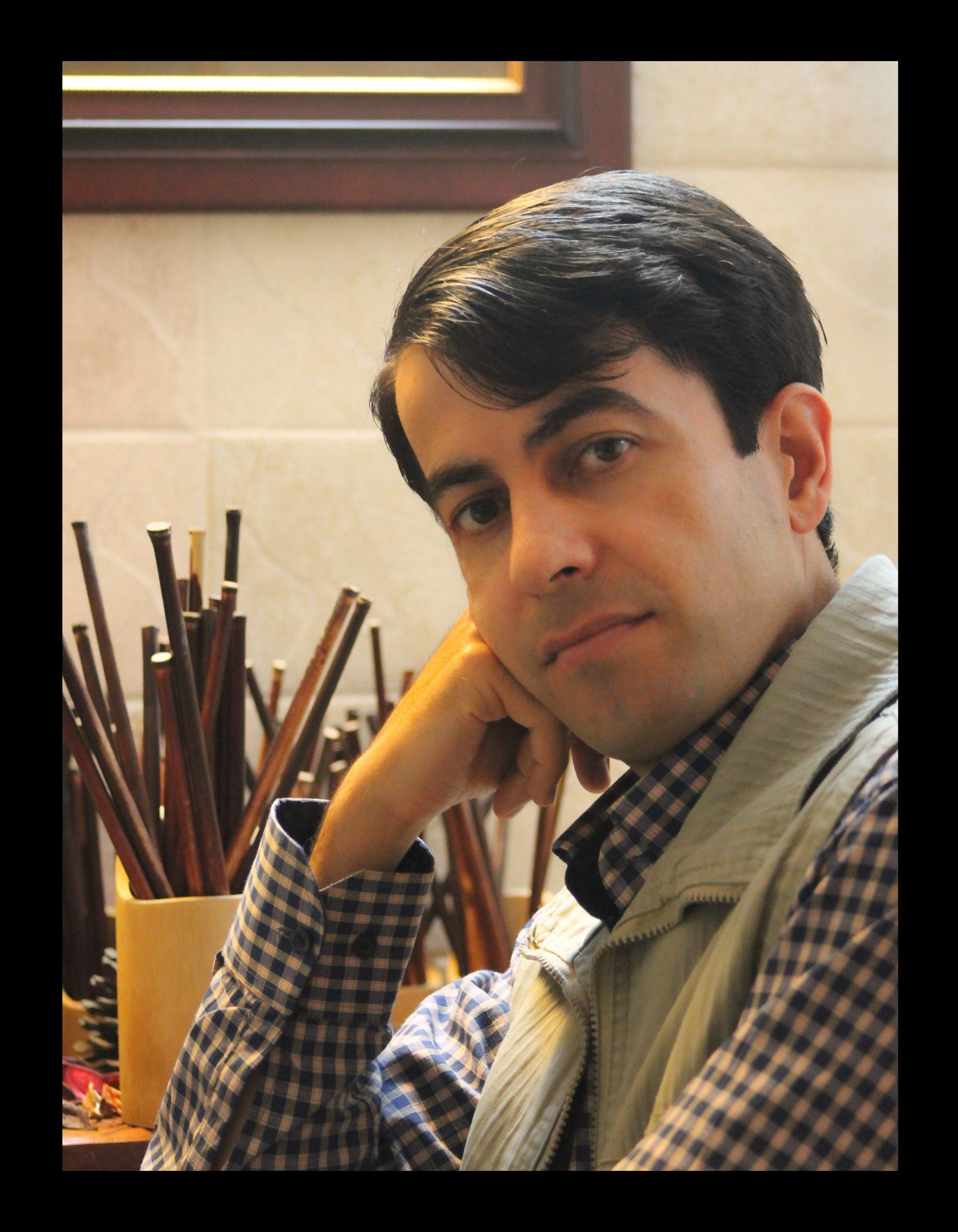هر شب با یک هنرمند، معرفی و آثار ناصر صادقی لینک : https://ardabilvas.ir/?p=3121 👇 سایت : ardabilvas.ir اینستاگرام : instagram.com/ArdabilVAS کانال : @ArdabilVAS 👆