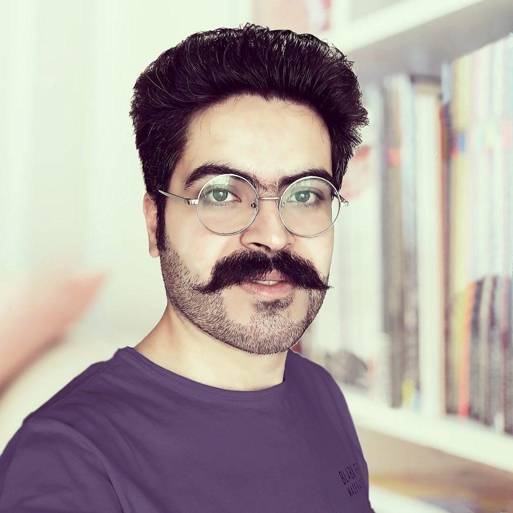 هر شب با یک هنرمند، معرفی و آتار نوید طالبی نیاری لینک : https://ardabilvas.ir/?p=3525 👇 سایت : ardabilvas.ir اینستاگرام : instagram.com/ArdabilVAS کانال : @ArdabilVAS 👆