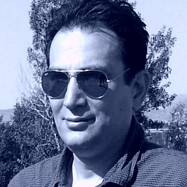 هر شب با یک هنرمند، معرفی و آثار فرهاد شیخزاده لینک : https://ardabilvas.ir/?p=3746 👇 سایت : ardabilvas.ir اینستاگرام : instagram.com/ArdabilVAS کانال : @ArdabilVAS 👆