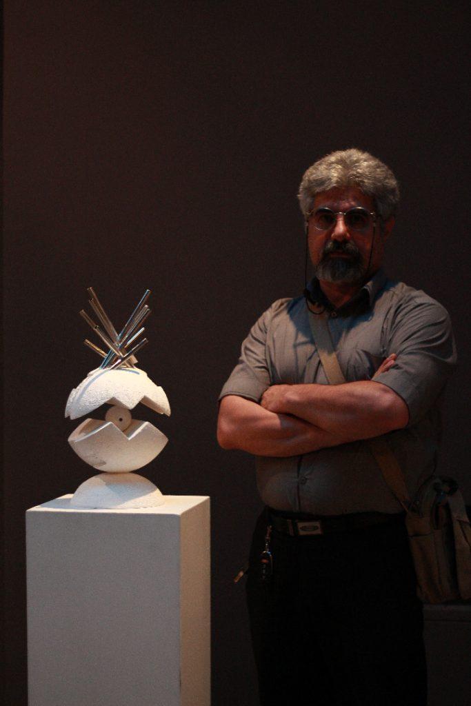 هر شب با یک هنرمند، معرفی و آثار استاد صبرعلی لوایی لینک : https://ardabilvas.ir/?p=9354 👇 سایت : ardabilvas.ir اینستاگرام : instagram.com/ArdabilVAS کانال : t.me/ArdabilVAS 👆